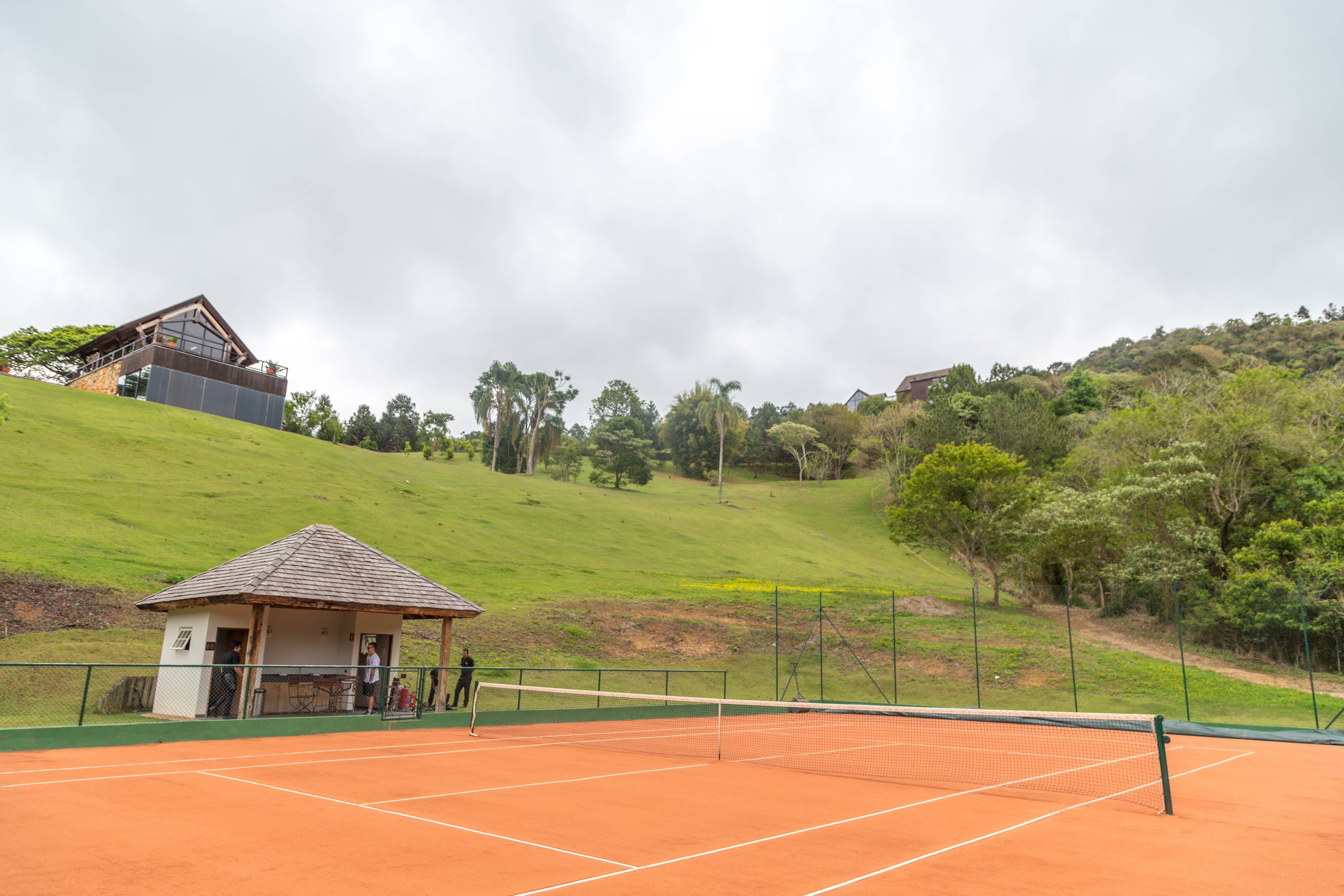 Quadra de tenis impecável