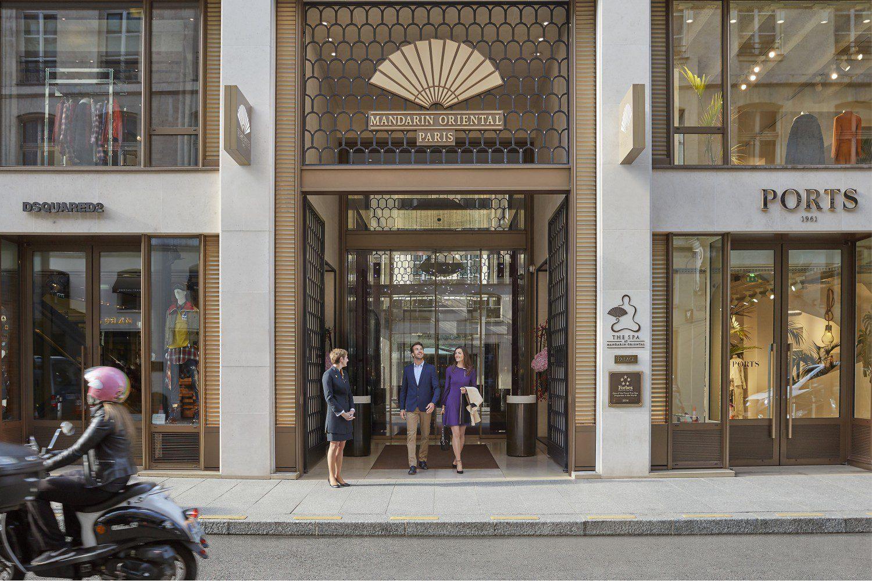 paris-2017-hotel-entrance-01